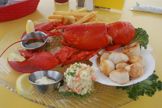 Fundy Restaurant: Lobster and scallops (real picture taken with Nikon :) )