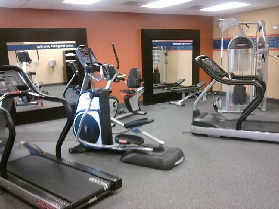Hampton Inn & Suites New Braunfels: Adequate fitness center.