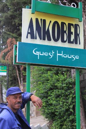 Ankober Guest House: Street sign and guard