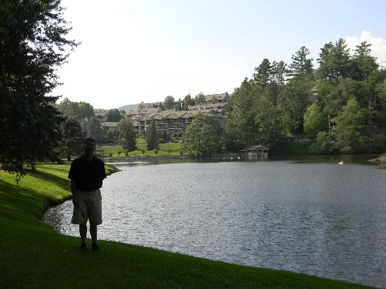 Chetola Resort at Blowing Rock: The resort grounds.