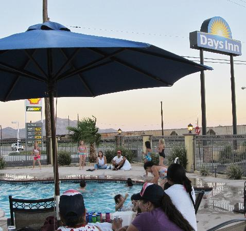 Motel 6 Mojave - Airport: Pool fun