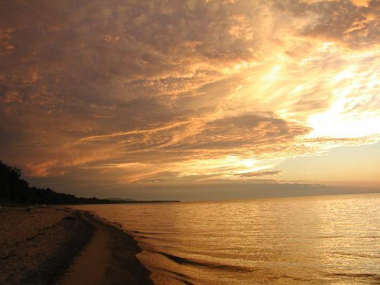 Superior Shores Resort: Sunset on Superior Shores