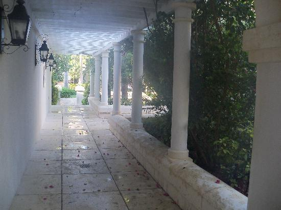 The Regent Grand: outdoor hallway