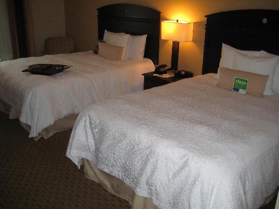 Hampton Inn & Suites Jacksonville-Airport: Chambre avec deux lits doubles