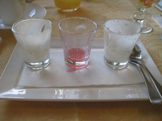 Clydesdale Manor : What was left of the trio of breakfast shots..... too good to photograph before hand.