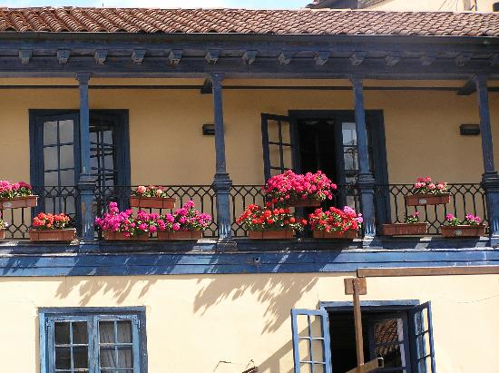 Plaza del Fontan : Balconies in the restored buildings