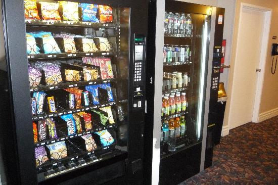 Days Inn Glendale Los Angeles: Vending Machine 1st floor