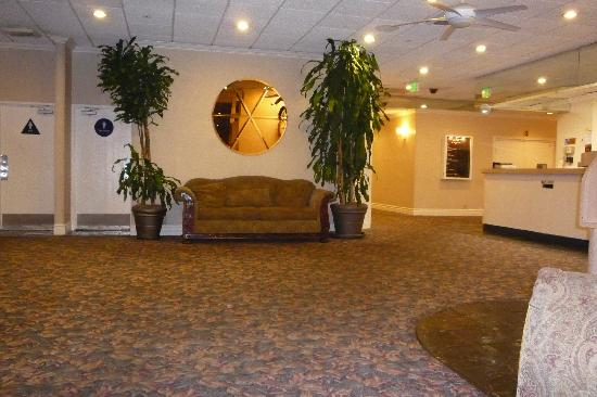 Days Inn Glendale Los Angeles: Lobby