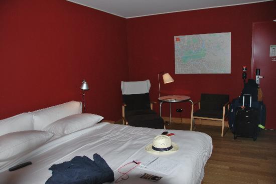 Casa Camper Berlin: Hi-Tech Ample room