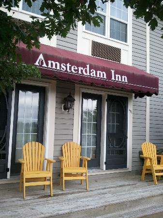 Amsterdam Inn Sussex: Our back deck with muskoka chairs