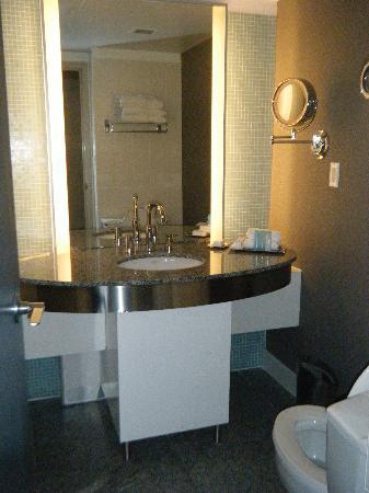 Hilton Toronto: La salle de bain