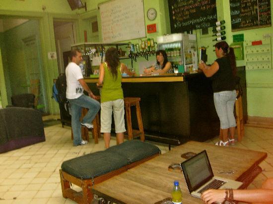 Limehouse Youth Hostel: El bar y el staff en la mañana