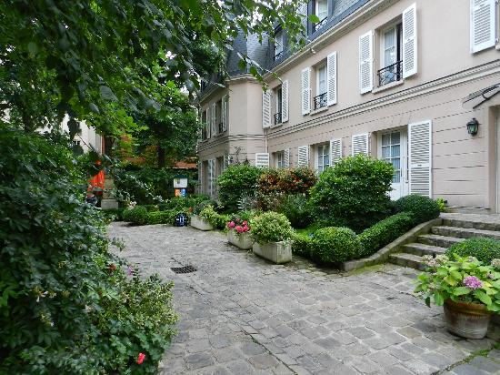 Hotel des Grandes Ecoles: The courtyard
