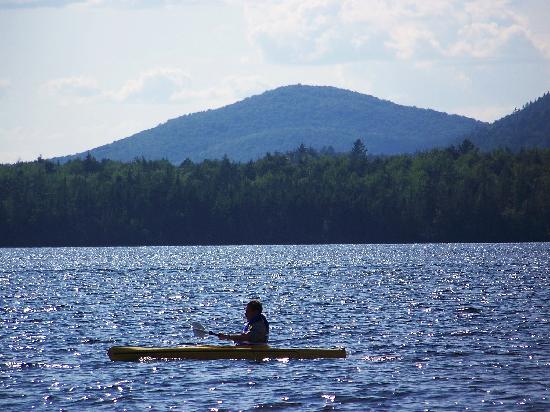 Lake Clear Lodge & Retreat: kayaking on the lake