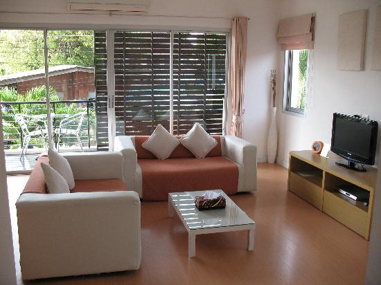 Studio 99 Serviced Apartments: Lounge / Balcony in 2 bedroom apartment