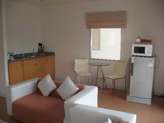 Studio 99 Serviced Apartments: Kitchen / Dining / Lounge in 2 bedroom apartment