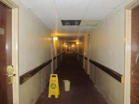 Country Hearth Inn & Suites South Point: hallway where the ceiling is missing and leaks