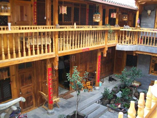 Moonshine Inn: Moonshine courtyard