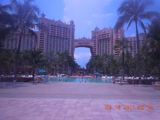 Atlantis, Royal Towers, Autograph Collection: The main pool. the other pools are better though :)