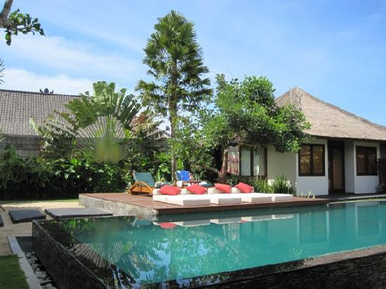 Imani Villas : the main villa pool and lounge