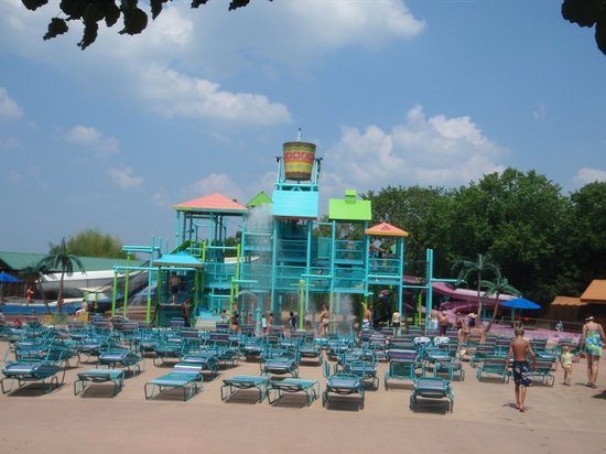 Branson, MO: raintree island for little kid to play