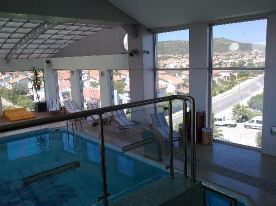 Sheraton Cesme Hotel Resort & Spa: View from the upper pool...