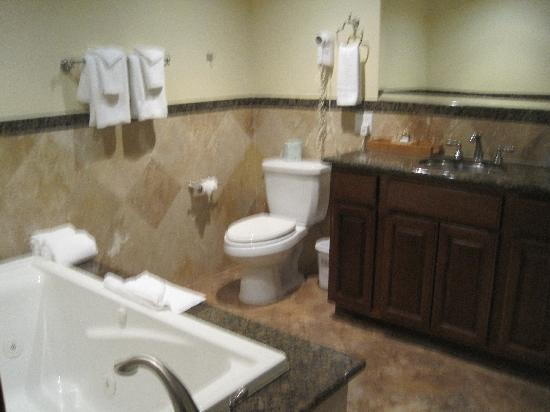 Glen Tavern Inn: Gorgeous Bathroom--Jacuzzi Tub