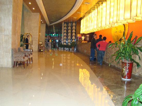Eastern Five Continents Hotel: reception area