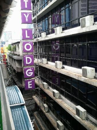City Lodge Soi 9 : スタンダードは全室駅ビュー