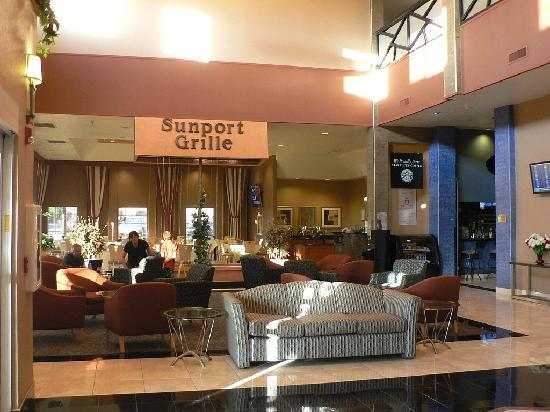 Holiday Inn Hotel & Suites Albuquerque Airport - Univ Area : Lobby & Sunport Grill