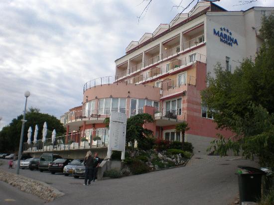 Hotel Marina: Hotel von der Flußuferstraße aus fotographiert
