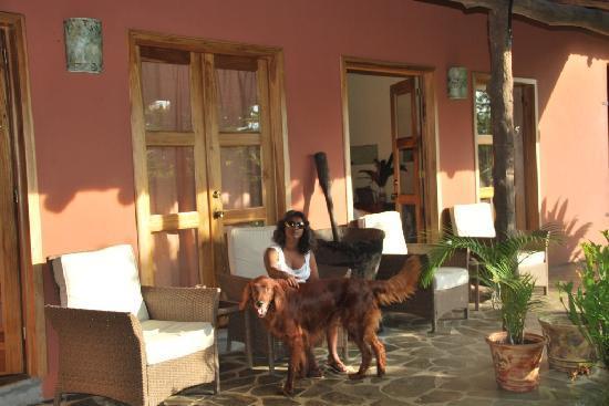 Hacienda La Isla Lodge: my wife with the dog of the Hacienda sitting on the terras of our room