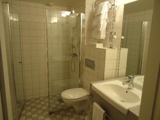 Clarion Collection Tapto : bagno grande con una meravigliosa cabina doccia