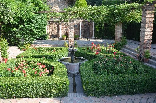 Alcazaba (fort) : Gardens