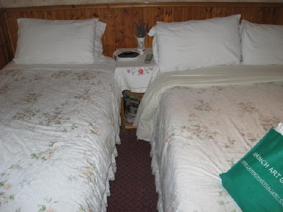 St. Martin's Bed and Breakfast: Very cramped and dirty