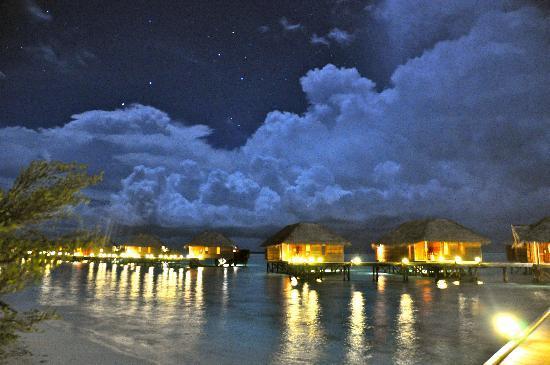 Conrad Maldives Rangali Island: Villas At Night