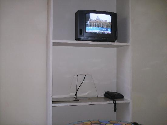 Le Lodge des Almadies: TV de la chambre