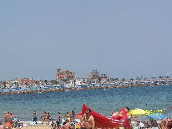 Las Rocas Playa Hotel : View of Inglesia Santa Maria