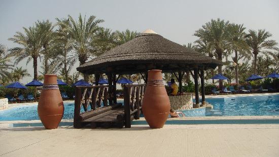 JA Jebel Ali Beach Hotel : Main pool with pool bar