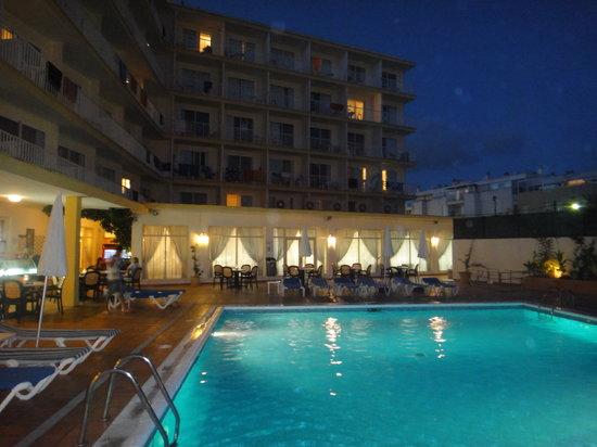 Hotel Roc Linda: La piscina
