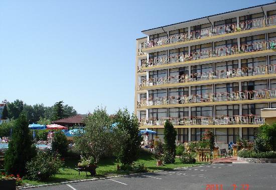 Trakia Garden Hotel: Вид на 6-ти этажный корпус отеля