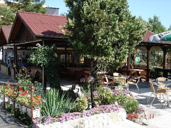 Trakia Garden Hotel: Открытая часть ресторана
