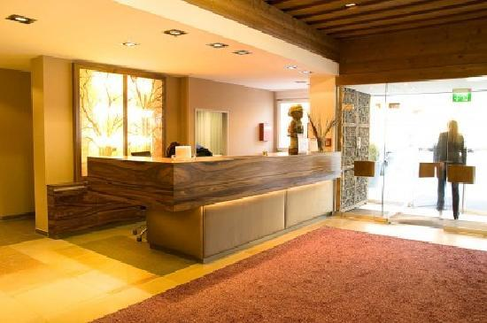 Hotel Krainerhutte Helenental: Front Desk