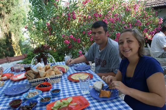 Bakkhos Guesthouse: Breakfast at the Guesthouse