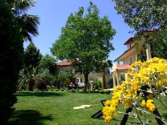 Gokcen Hotel & Apartments: Gardens!