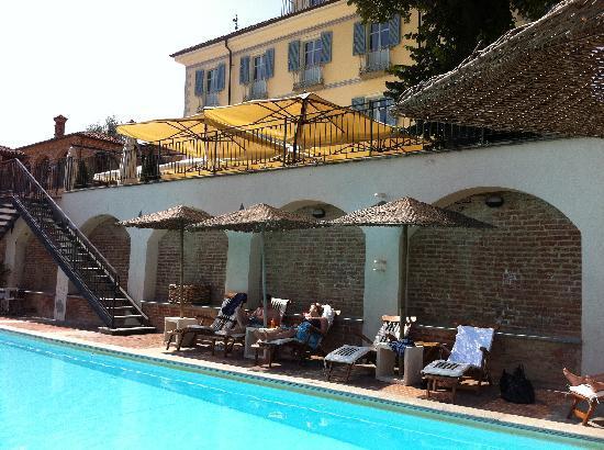 Villa Tiboldi: Nice pool below the main house