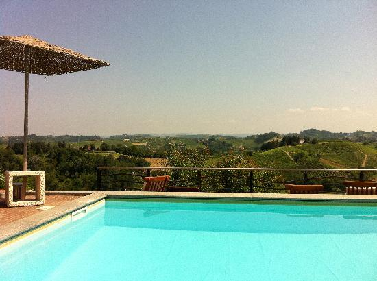 Canale, Italy: Nice pool and views