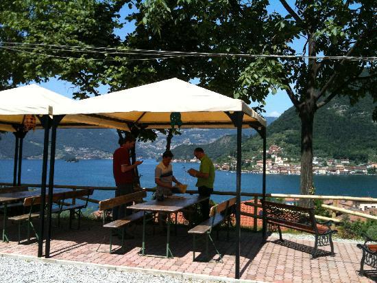 Sulzano, Italy: La stupenda vista sul lago