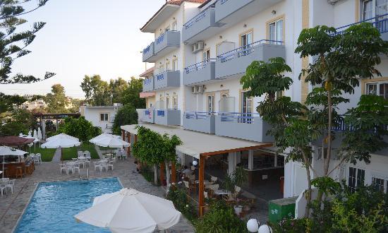 MariRena Hotel: вид на отель из номера