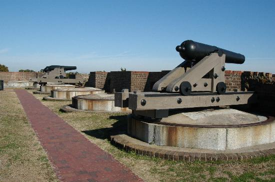 Fort Pulaski National Monument: Cannon on top of fort